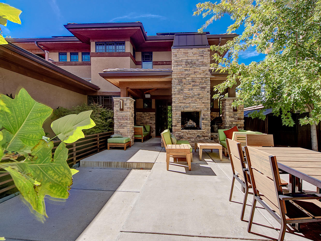 Elegant and modern house with a rustic exterior 7 Elegant and modern house with a rustic exterior