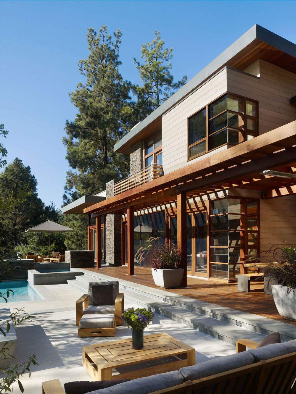 Luxurious home surrounded by trees that complement its elegant furniture 3 Luxurious home surrounded by trees that complement its elegant furniture