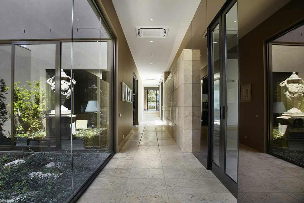 Shiny and beautiful luxury residence 8 Shiny and beautiful luxury residence designed by Bagnato Architects