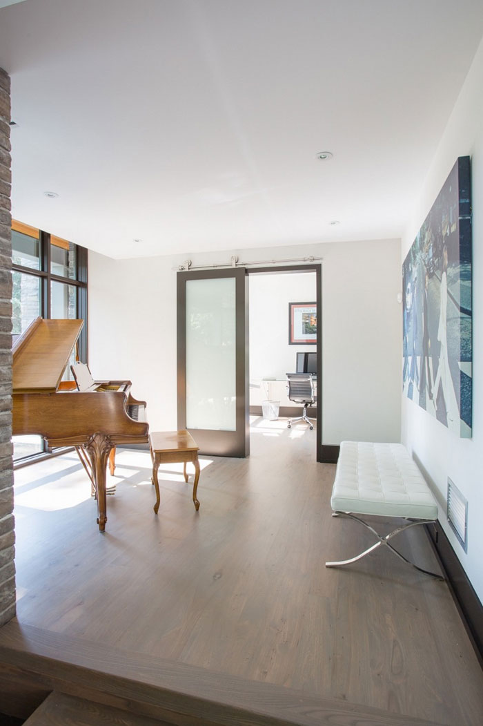 80870754221 David's House - A modern home with a traditional twist