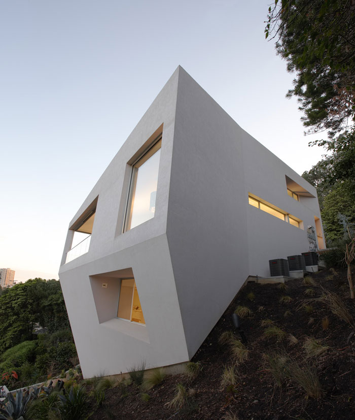 70388099537 Architecture that stands out - buildings with interesting shapes