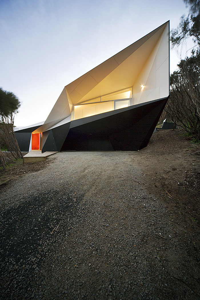 70388121387 Architecture that stands out - buildings with interesting shapes