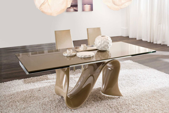 67958700821 Dining tables made of glass give your interior a contemporary touch