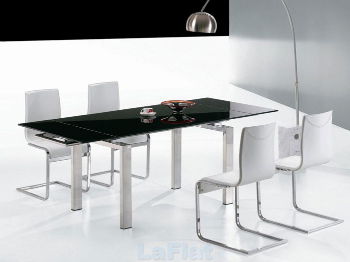 67958576723 Glass dining tables to add a contemporary touch to your interior