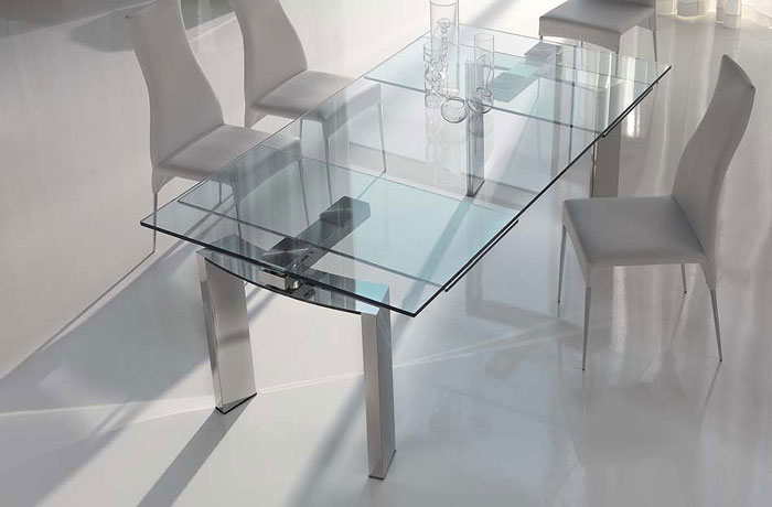 67958485247 Dining tables made of glass give your interior a contemporary touch