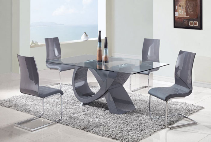 67958776633 Glass dining tables to add a contemporary touch to your interior