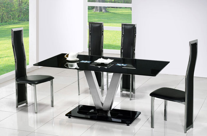 67958800212 Dining tables made of glass give your interior a contemporary touch