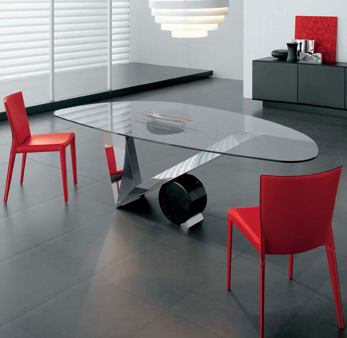67958788248 Dining tables made of glass give your interior a contemporary touch
