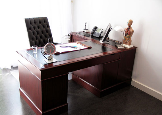 c14 Simple and elegant office furnishings with modern influences