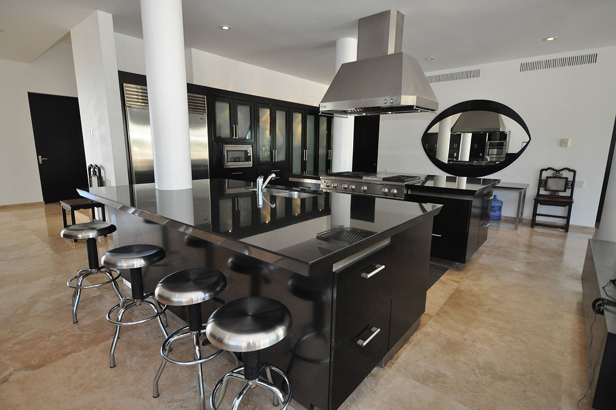 b1 The unexpected stylish look of black kitchen designs