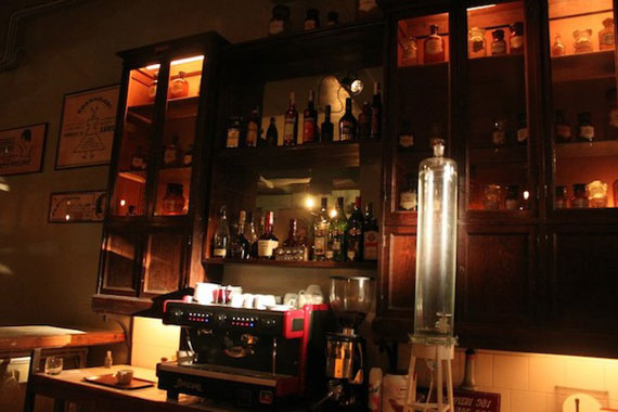c13 An interesting pub concept: the cocktail laboratory