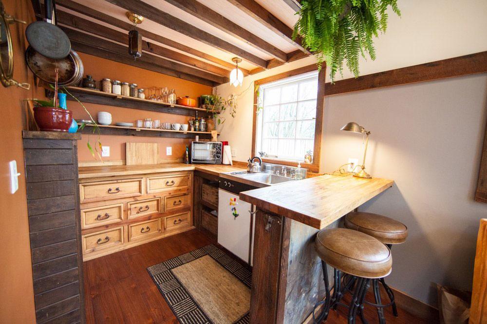 Tiny-House-Kitchen-Dresser-Cabinets 5 tiny, yet beautiful room ideas