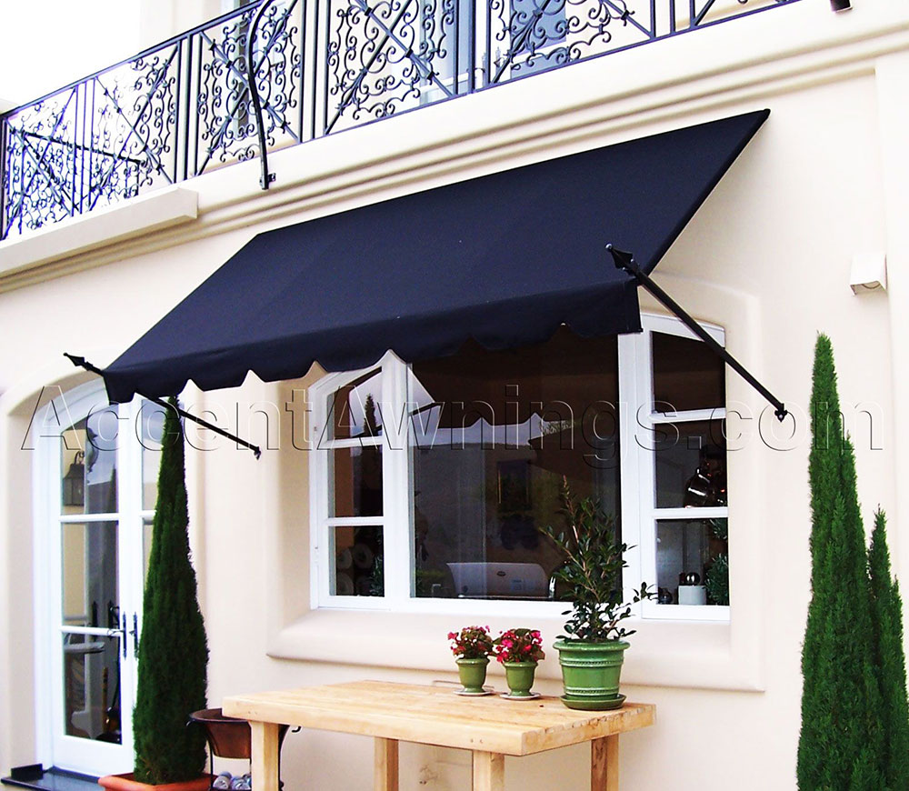 d9c90ee98fceb59b186090f62f72bdf8 Balance between sun and shade with awnings for the garden