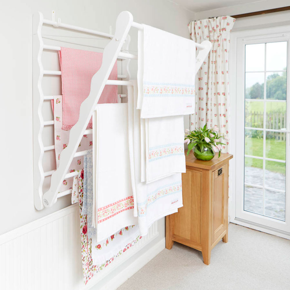 original_laundry-ladder-in-pine How to save more space by choosing the best clothes horse