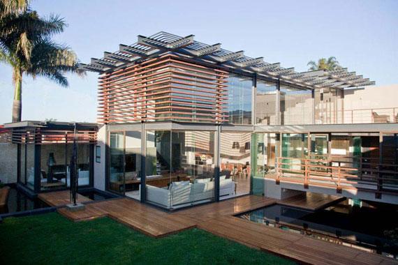 s1 Impressive Aboobaker house by Nico van der Meulen Architects