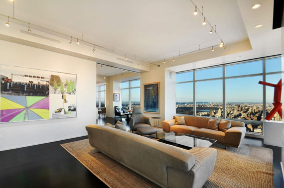 man1 Minimalist penthouse in Manhattan with glass exterior walls
