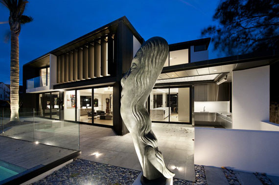 cls24 Modern black and white dream house: Lucerne House by Daniel Marshall Architects