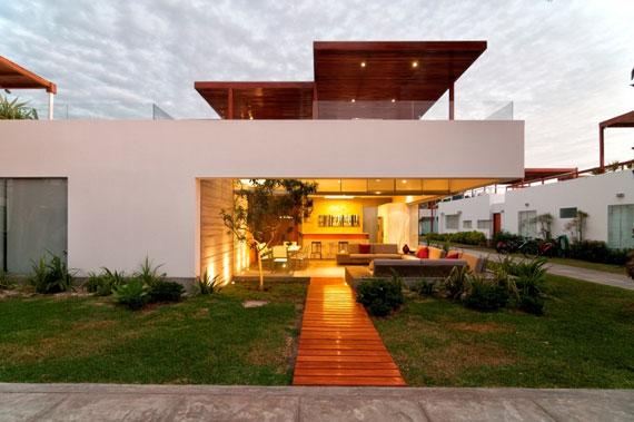 48202961216 Modern House Casa Seta Designed by Martin Dulanto