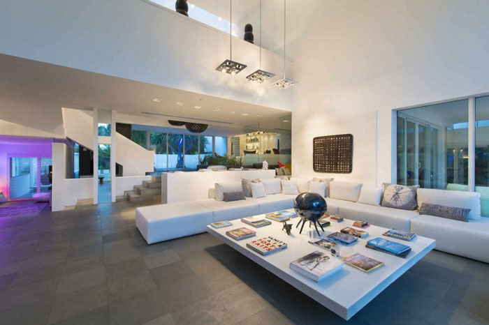 73200636233 Beautiful and luxurious, airy home in Key Biscayne