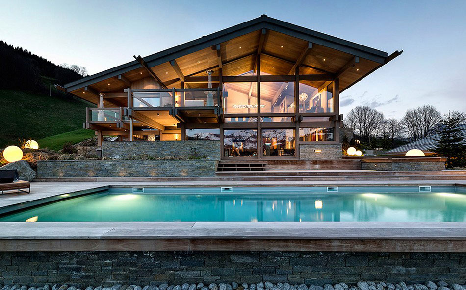 The luxurious and imposing Chalet Mont Mont Blanc The luxurious and imposing Chalet Mont Blanc
