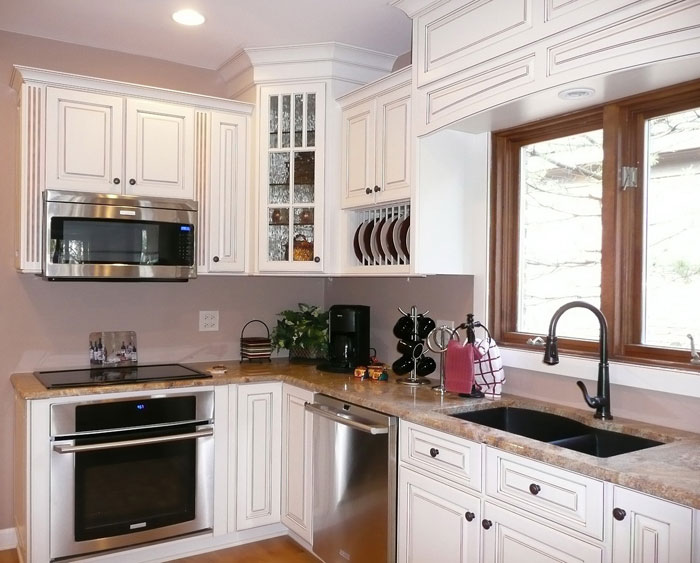 66498933326 Tips and suggestions for designing a small kitchen