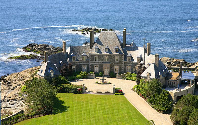 A modern dream home in California with breathtaking views