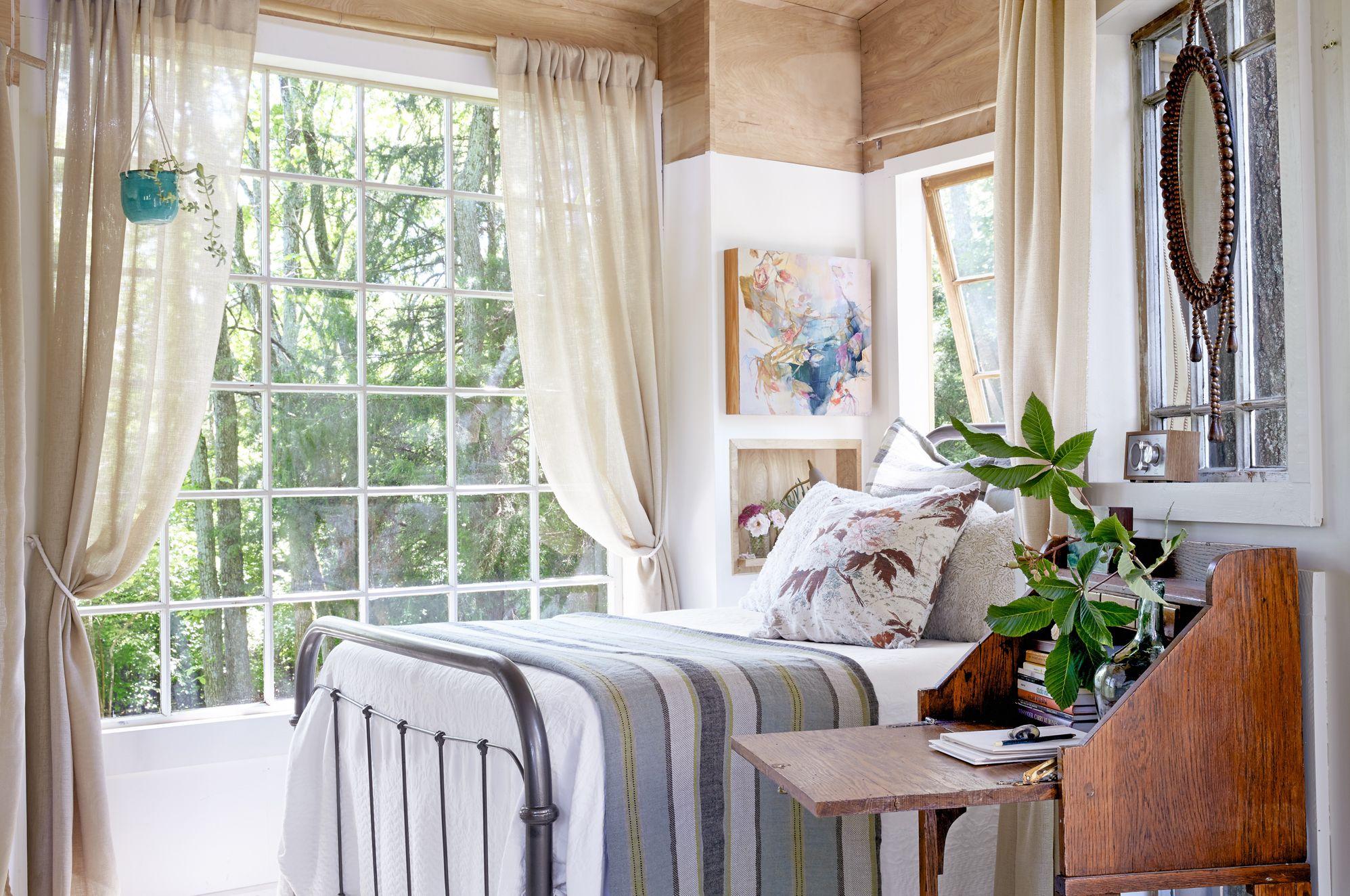 Antique Bedroom Ideas with Vintage Classy Designs