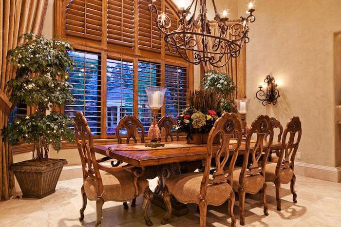 Beautiful villa with traditional interior design – Holladay Estate