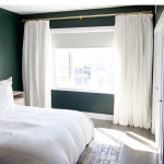 Curtains around the bed – between function and design