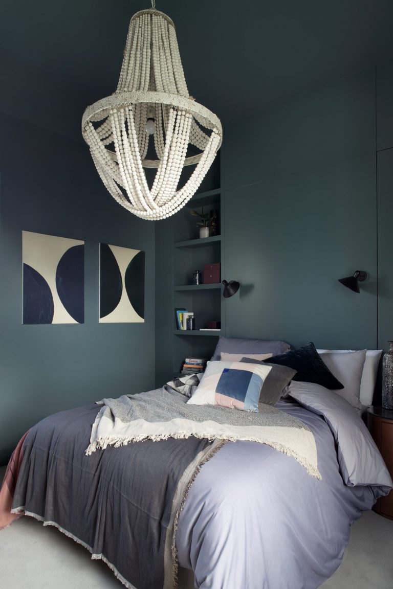 Great ideas for pallet beds to brighten up your space