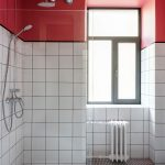 How to decorate a small bathroom and still save space