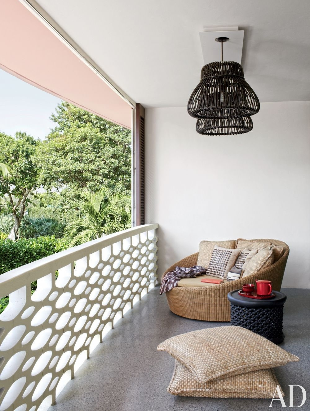 How to decorate an apartment balcony