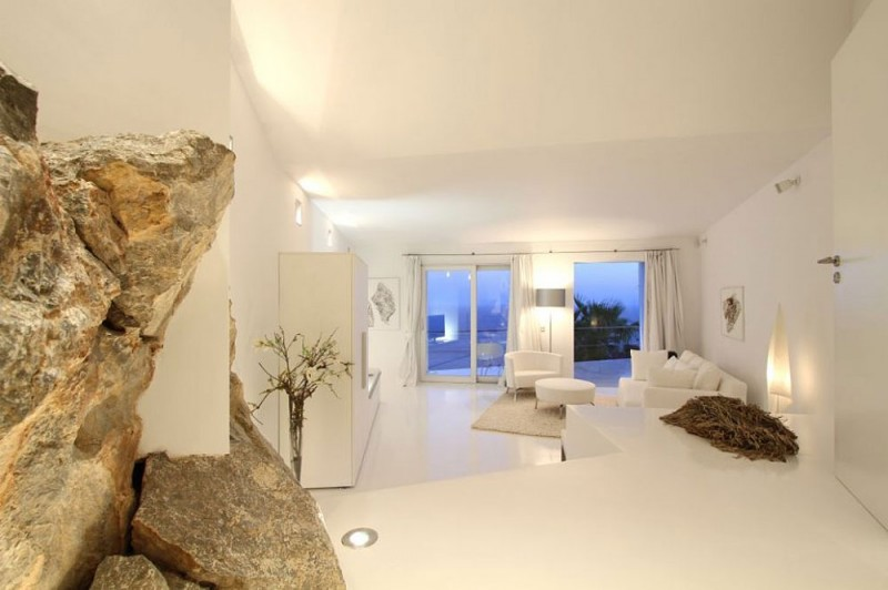 Luxurious house with beautiful views and white rooms in Cala Marmacen