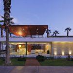 Modern house Casa Seta Designed by Martin Dulanto