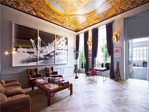 Nice and spacious penthouse in Paris with a painted ceiling