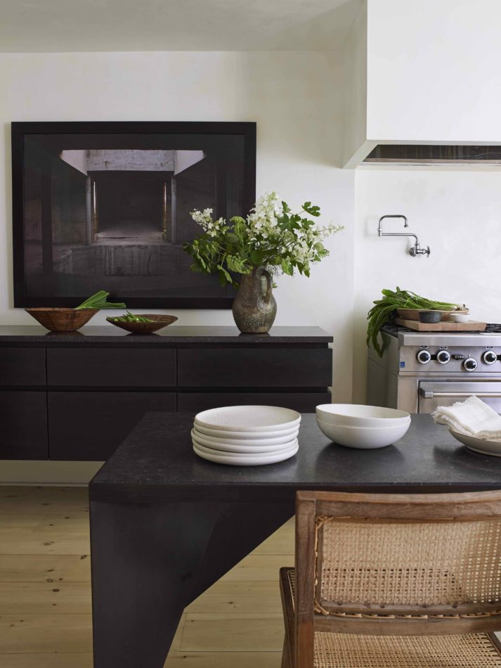 Stylish gray kitchen inspiration for exquisite homes