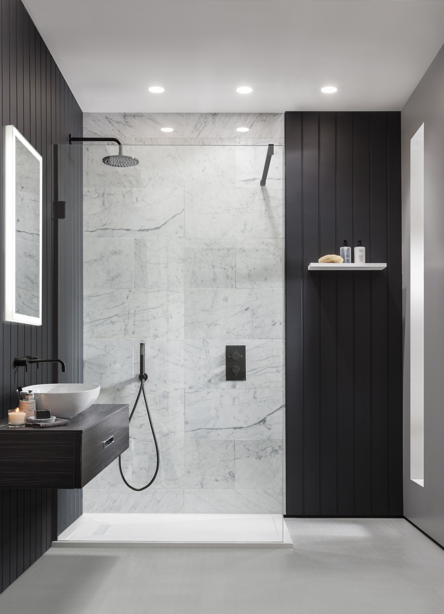 Take a look at these black bathroom interiors