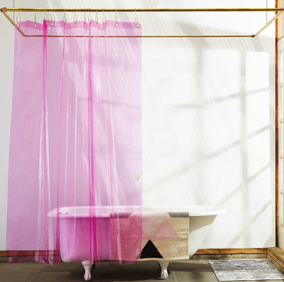 Trendy shower curtains for your bathroom