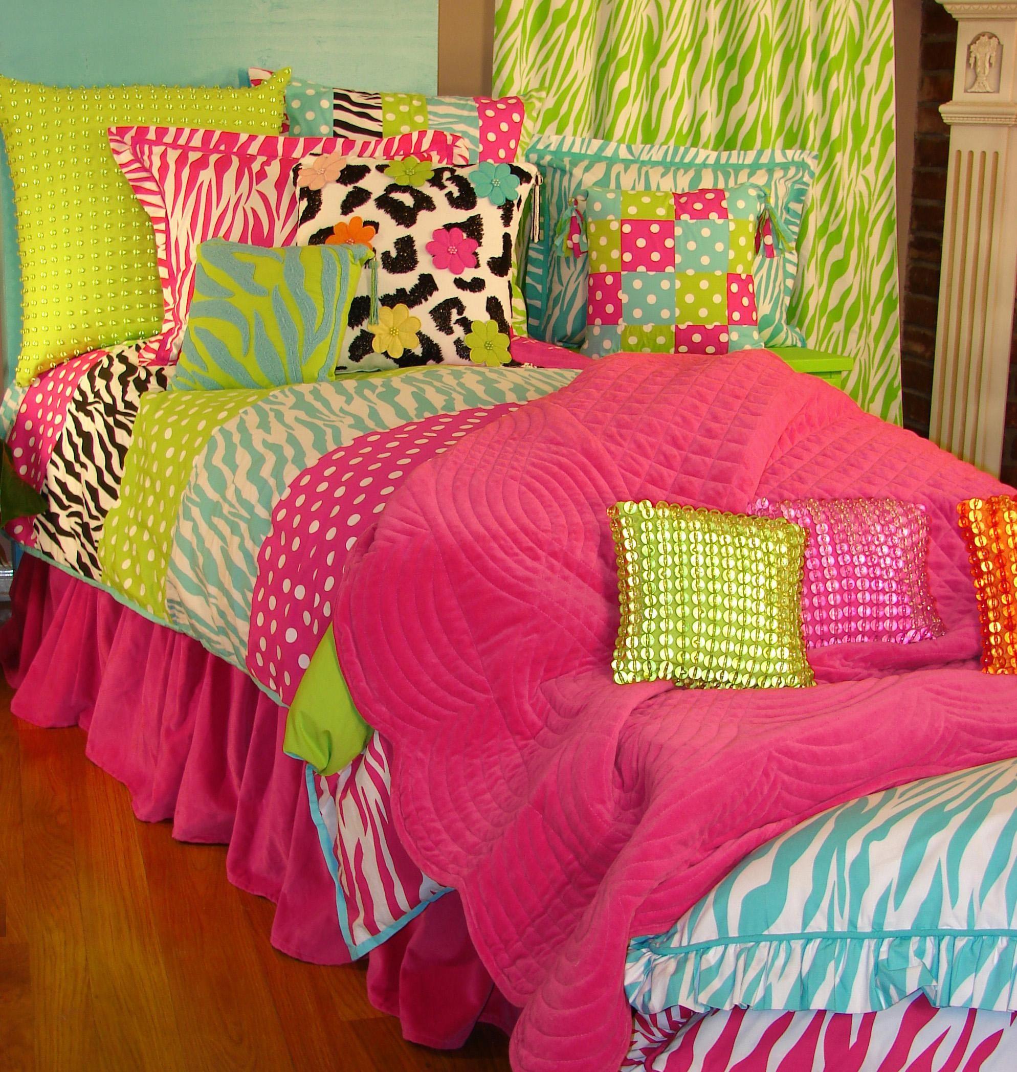 Beautify your bedroom with zebra bedding