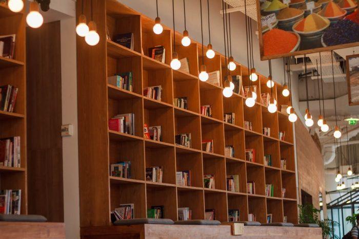 Choosing commercial lighting for business settings
