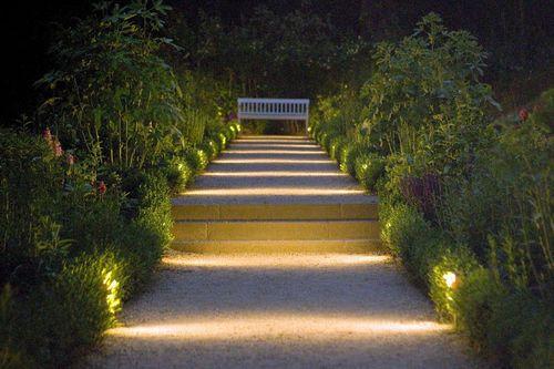 Illuminating garden light