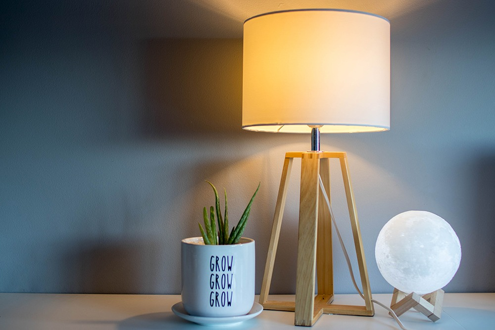 Proper use of a table lamp