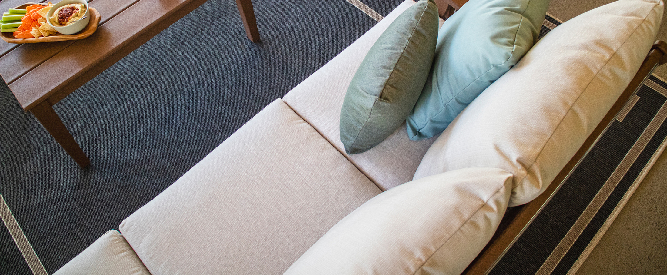 Tips on choosing the best fabric for your garden chair cushions